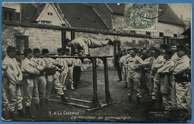 MILITARIA Entrée de la Caserne d/'Infanterie CPA 62 CALAIS